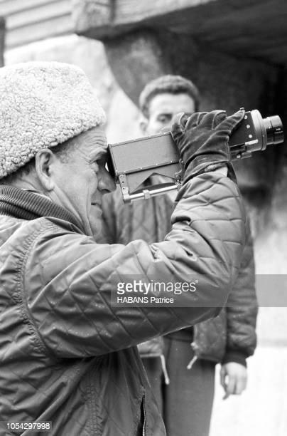 Espagne février 1963 Le tournage du film américain La chute de l'Empire romain d'Anthony Mann Ici le réalisateur américain Anthony MANN de profil...