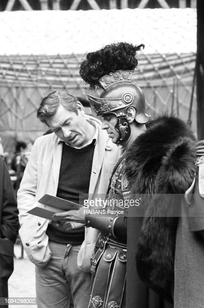 Espagne février 1963 Le tournage du film américain La chute de l'Empire romain d'Anthony Mann Ici Christopher PLUMMER en costume de soldat romain...
