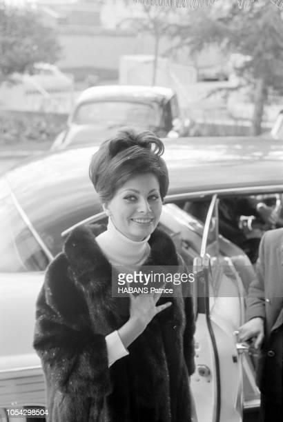 Espagne février 1963 Le tournage du film américain La chute de l'Empire romain d'Anthony Mann avec Sophia LOREN Ici l'actrice italienne sortant de sa...