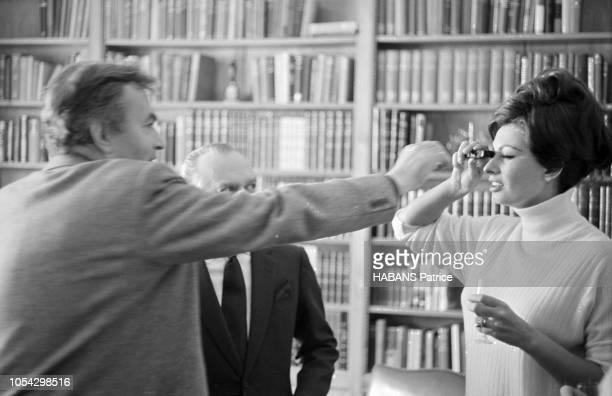 Espagne février 1963 Le tournage du film américain La chute de l'Empire romain d'Anthony Mann avec Sophia Loren Ici l'actrice italienne essayant...