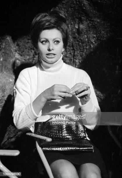 Espagne février 1963 Le tournage du film américain La chute de l'Empire romain d'Anthony Mann avec Sophia LOREN Ici l'actrice italienne de face...