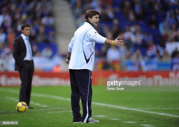 Espanyol Manager Mauricio Pochettino Shouts Instructions At His Team News Photo Getty Images