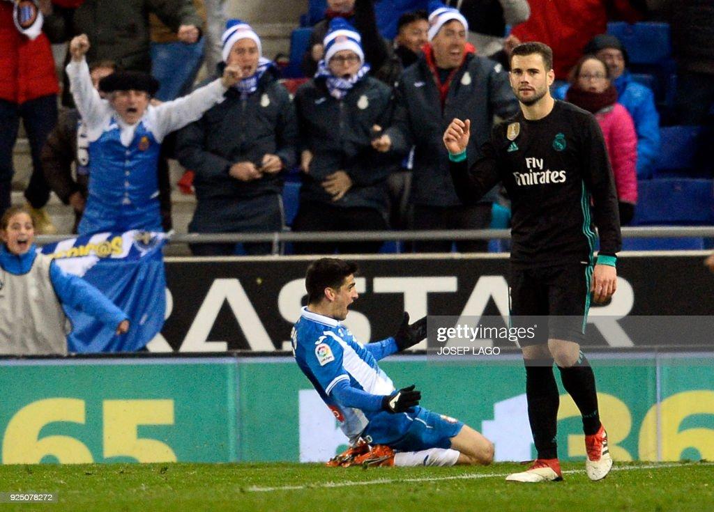Espanyol's Spanish forward Gerard Moreno (L) celebrates a goal during the Spanish league football match between RCD Espanyol and Real Madrid CF atthe RCDE Stadium in Cornella de Llobregat on February 27, 2018. / AFP PHOTO / Josep LAGO