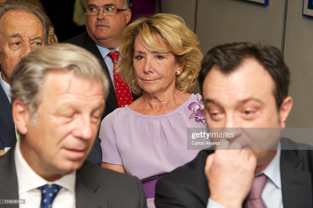 Esperanza Aguirre (C) attends the 'La Razon' newspaper meeting on July 22, 2013 in Madrid, Spain. Maria Dolores de Cospedal has said that the prime minister will go to parliament to talk about corruption cases involving the government.