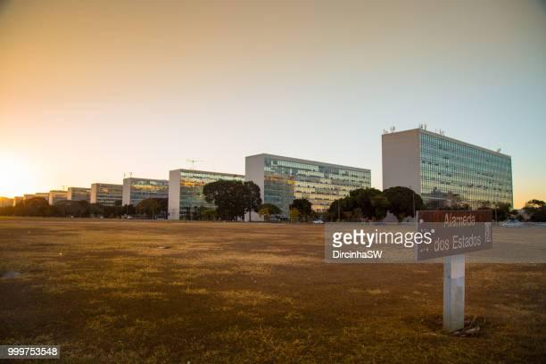 esplanada dos ministerios, brasilia, federal district, brazil. - brasilia photos et images de collection