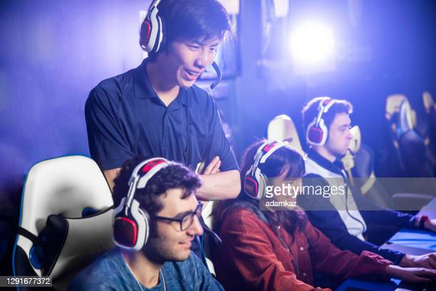 esports team with coach giving advice - adamkaz stock pictures, royalty-free photos & images