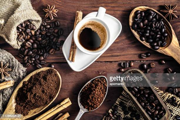 espresso coffee cup on vintage table and assortment of grinded and roasted coffee beans - cafe imagens e fotografias de stock