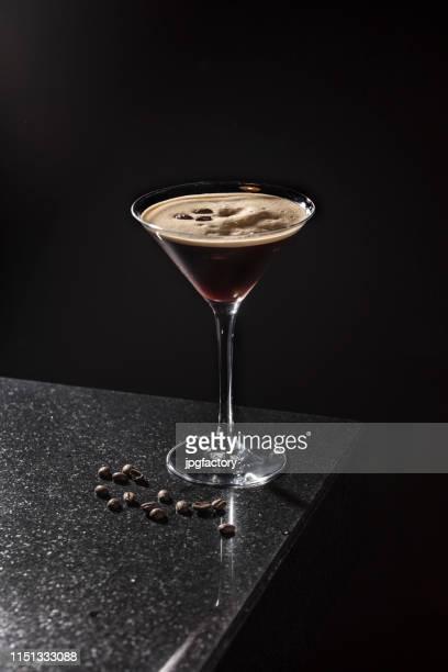espresso martini - koffie drank stockfoto's en -beelden