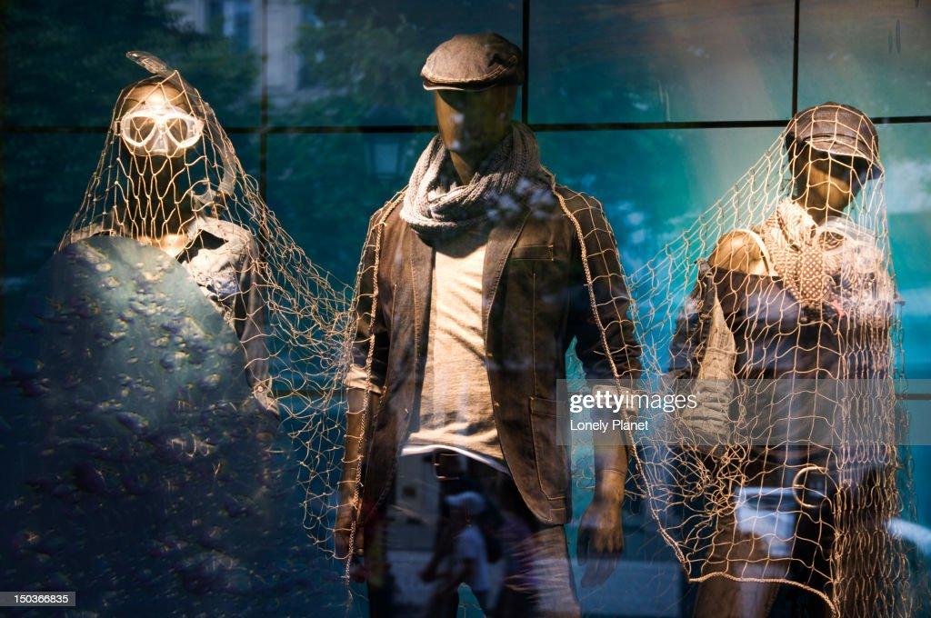 Esprit fashion shop, Champs-Elysees. : Bildbanksbilder