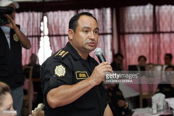 Henry Lopez sub director de la Policia Nacional Civil de Guatemala expone durante la primera reunion trinacional en el municipio de Esquipulas...