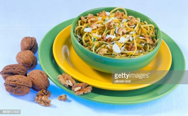 Essen Speisen italienisches Essen Nudeln Spaghetti mit Nusssauce Food Court Italian food pasta spaghetti with nut sauce
