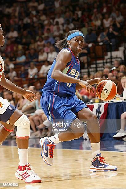 Essence Carson of the New York Liberty moves the ball up court during the WNBA preseason game against the Connecticut Sun on May 22 2009 at Mohegan...