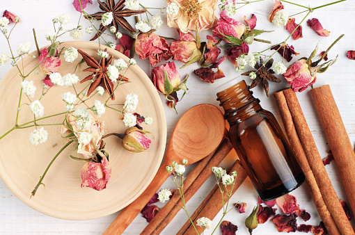 Essential oil blend of rose, cinnamon, anise 616898014