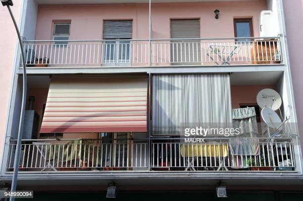 Est un immeuble au 90, via Napoli, A Ladispoli, a une quarantaine de kilometres de Rome. Les volets du premier etage sont clos. C'est ici, avec 510...