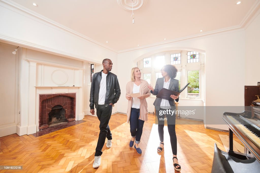 estate agent housebuying viewing : Stock Photo