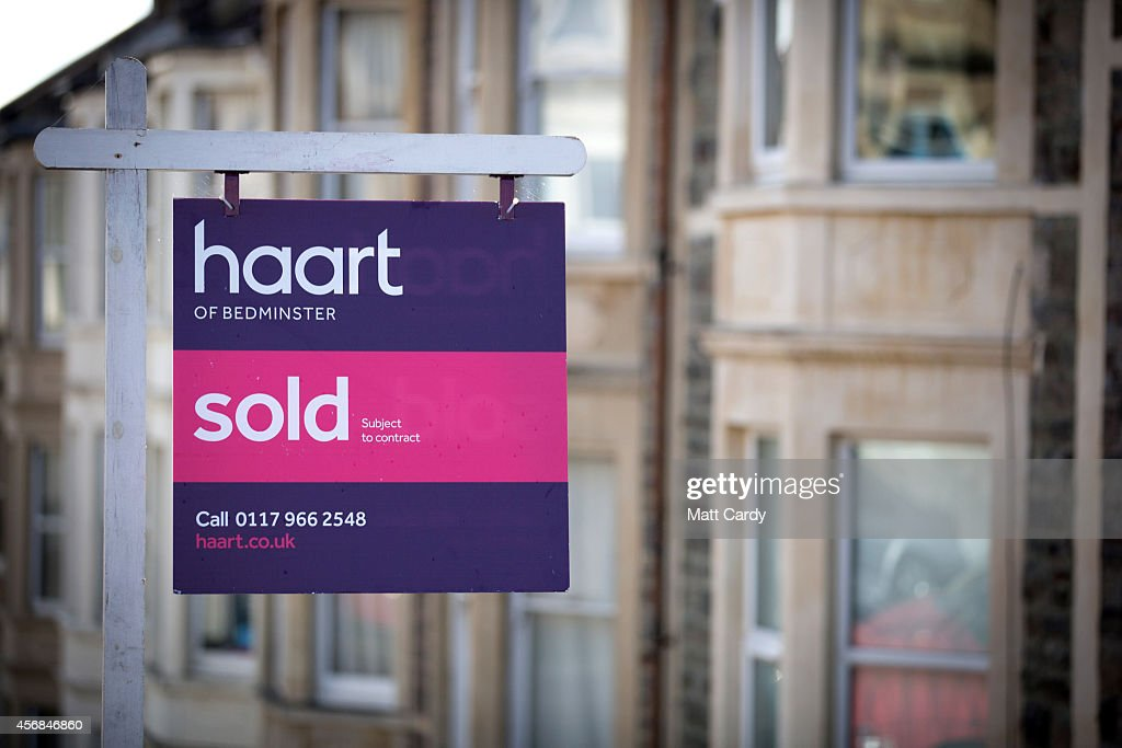 A estate agent's board is seen outside a property on October 8, 2014 in Bristol, England. On the first anniversary of the introduction of second phase of the Help to Buy scheme, which provides a government partial guarantee on high loan-to-value mortgages, a new survey from the The Centre for Economics and Business Research (CEBR) claims that house prices in 2015 are set for their first decline since 2011.