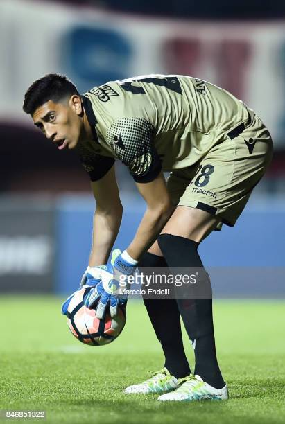 Esteban Andrada goalkeeper of Lanus catches the ball during a first leg match between San Lorenzo and Lanus as part of the quarter final of Copa...