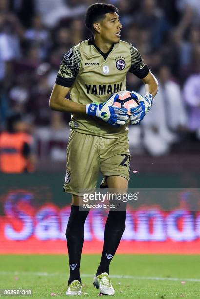 Esteban Andrada goalkeeper of Lanus holds the ball during a second leg match between Lanus and River Plate as part of the semifinals of Copa CONMEBOL...