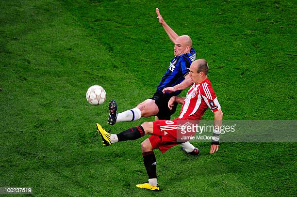 Esteban Cambiasso of Inter Milan and Arjen Robben of Bayern Muenchen battle for the ball during the UEFA Champions League Final match between FC...