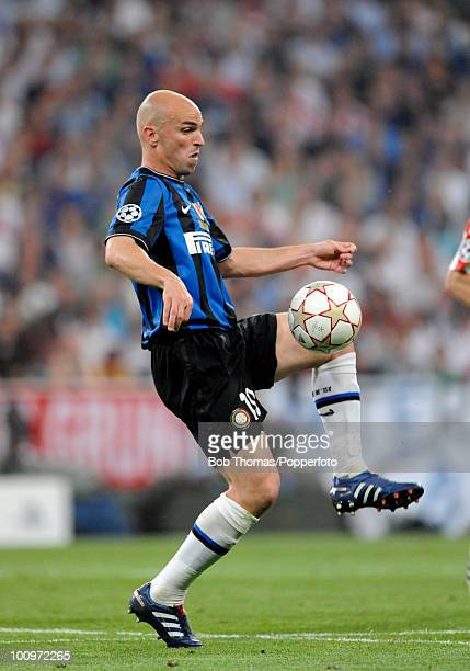 Esteban Cambiasso of Inter Milan during the UEFA Champions League Final match between Bayern Munich and Inter Milan at the Estadio Santiago Bernabeu...
