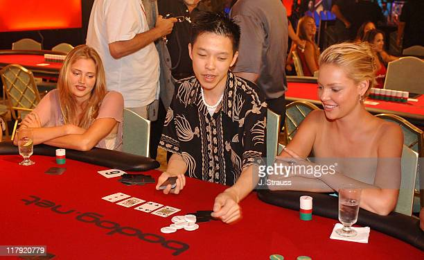 Estella Warren and Katherine Heigl receive last minute poker tips