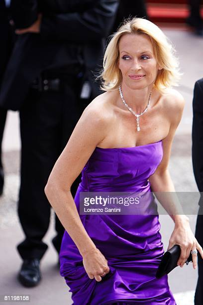 Estelle Lefebure attends the Che premiere at the Palais des Festivals during the 61st International Cannes Film Festival on May 21 2008 in Cannes...