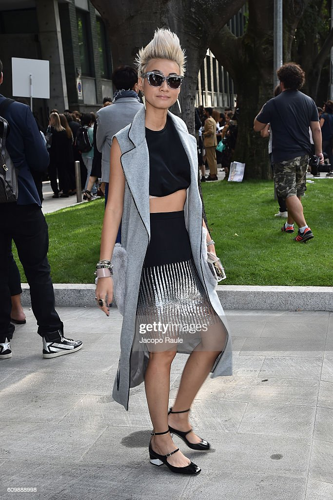 Esther Quek arrives at the Giorgio Armani show during Milan Fashion Week Spring/Summer 2017 on September 23, 2016 in Milan, Italy.
