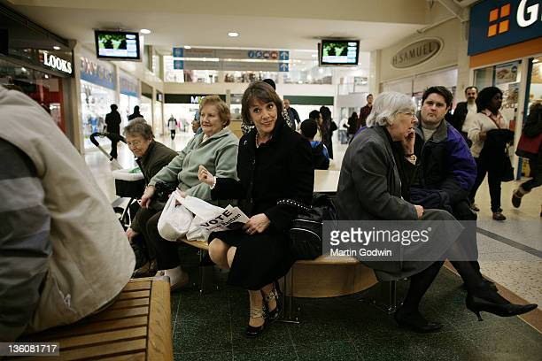 Esther Rantzen out canvassing for votes at the Arndale Shopping Centre Luton during the 2010 election 7th April 2010