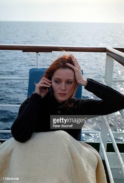 Esther Schweins 'ImFadenkreuz'ZDFReihe MS 'Berlin'Kreuzfahrtschiff Schiff DreharbeitenLiegestuhl Telefon Handy WollDeckeDeck