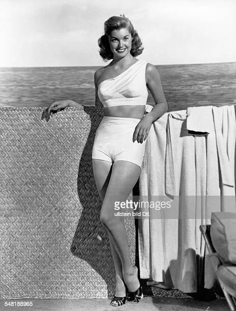 Esther Williams *- Schauspielerin, Schwimmerin, USA in Strandbekleidung - undatiert - veröffentlicht 1949