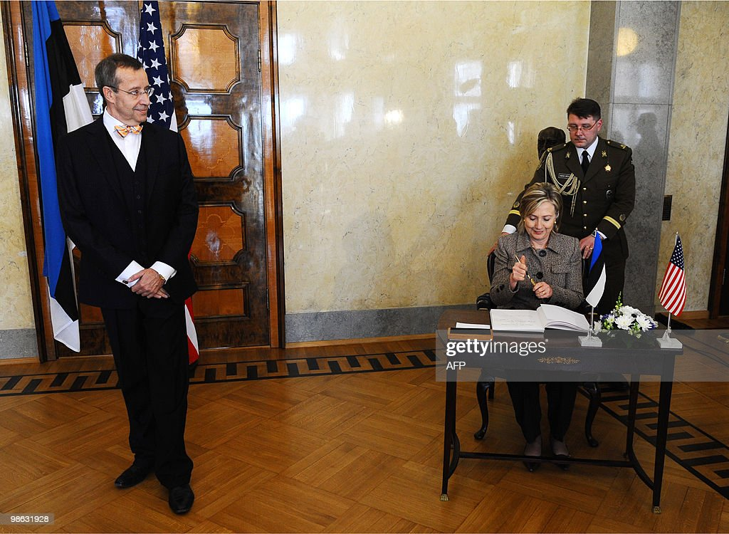 Estonia's President Toomas Hendrik Ilves (L) looks at US Secretary of State Hillary Clinton preparing to sign a guest book after the North Atlantic Council meeting with non-NATO ISAF contributors during the informal NATO Foreign Ministers meeting in Tallinn on April 23, 2010. NATO foreign ministers sealed Friday a plan for international troops and civilian staff in Afghanistan to hand over responsibility to the local military and government.
