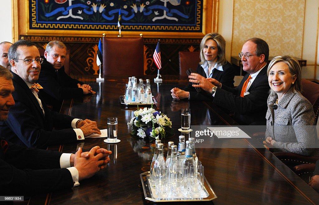 Estonia's President Toomas Hendrik Ilves : Nieuwsfoto's