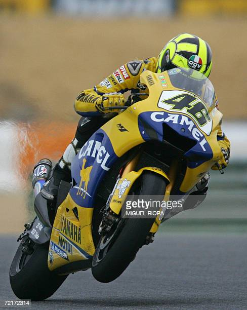Italina Valentino Rossi rides his Yamaha during the Moto GP race for the Grand Prix in Estoril, 15 October 2006. Spanish Toni Elias won the race,...