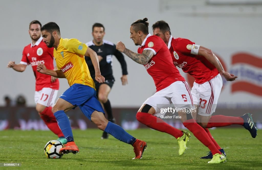 GD Estoril Praia midfielder Eduardo Teixeira from Brazil with SL Benfica midfielder Ljubomir Fejsa from Serbia and SL Benfica defender Jardel Vieira from Brazil in action during the Primeira Liga match between GD Estoril Praia and SL Benfica at Estadio Antonio Coimbra da Mota on April 21, 2018 in Estoril, Portugal.