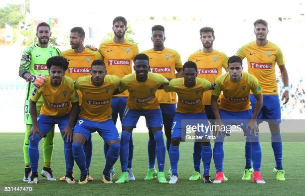 Estoril Praia players pose for a team photo before the start of the Primeira Liga match between GD Estoril Praia and SL Benfica at Estadio Antonio...