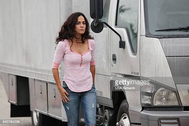 SOUTH 'Estrategia De Entrada' Episode 103 Pictured Alice Braga as Teresa Mendoza