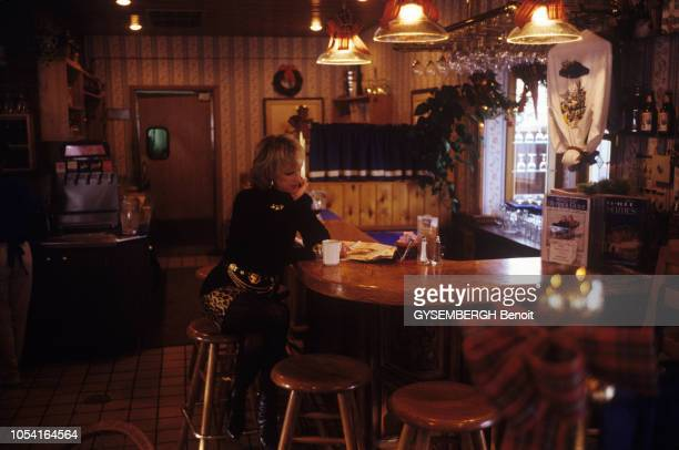 EtatsUnis 22 décembre 1994 La princesse MarieChristine DE BELGIQUE et son mari JeanPaul GOURGUES en vacances près du lac Tahoe dans le Nevada Ici...