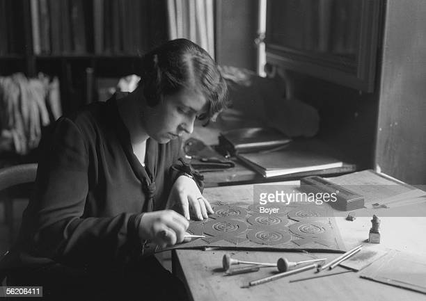 Etching engraving Preparation of a plank of linoleum for the material impression France 1928