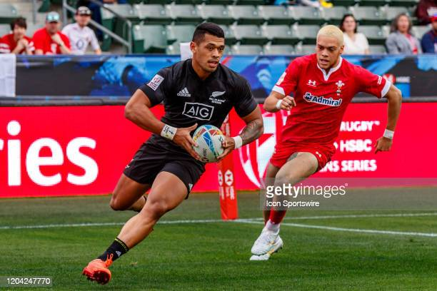 Etene NanaiSeturo of New Zealand scores in Match New Zealand vs Wales during the LA Sevens Round 5 of the HSBC World Rugby Sevens Series held...