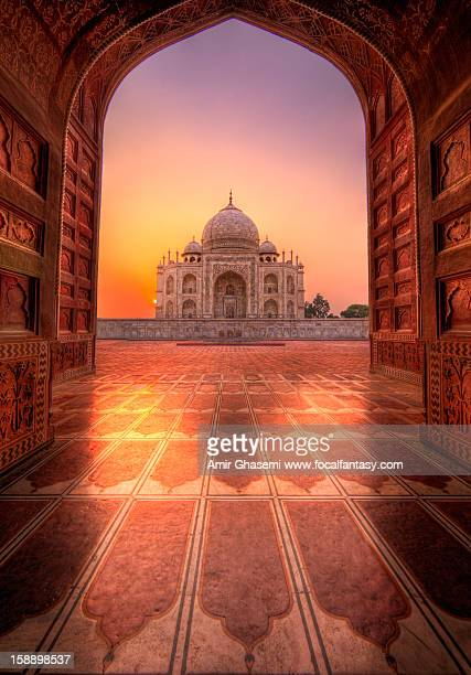 eternal glow (panoramic reprise) - taj mahal stock photos and pictures