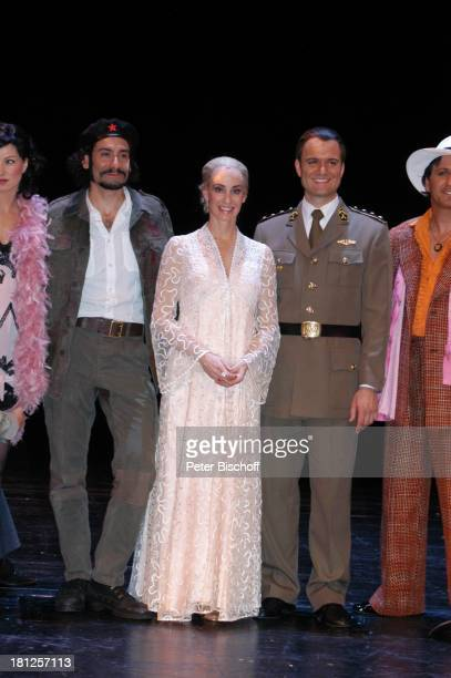 "Ethan Freeman , Anna Maria Kaufmann , Wolfgang Hoetzel , Gino D' Oro , , ""Musical-Theater"", Bremen, , Musical: ""Evita"", A n d r e w L l o y d W e b b..."