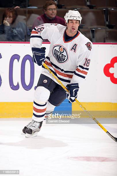 Ethan Moreau of the Edmonton Oilers prior to the game against the Colorado Avalanche on October 25, 2005 at Pepsi Center in Denver, Colorado.