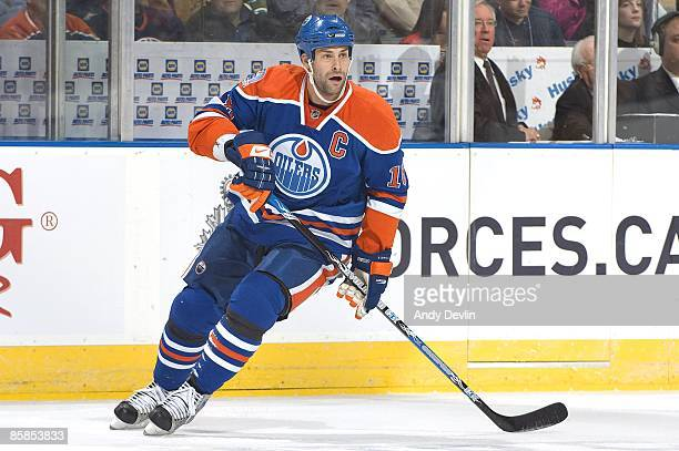 Ethan Moreau of the Edmonton Oilers skates against the Calgary Flames at Rexall Place on February 21 2009 in Edmonton Alberta Canada The Flames beat...