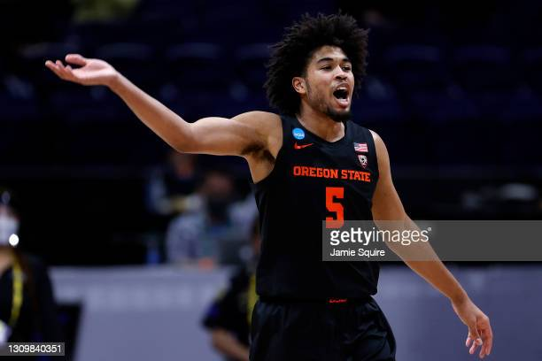 Ethan Thompson of the Oregon State Beavers celebrates against the Houston Cougars during the second half in the Elite Eight round of the 2021 NCAA...