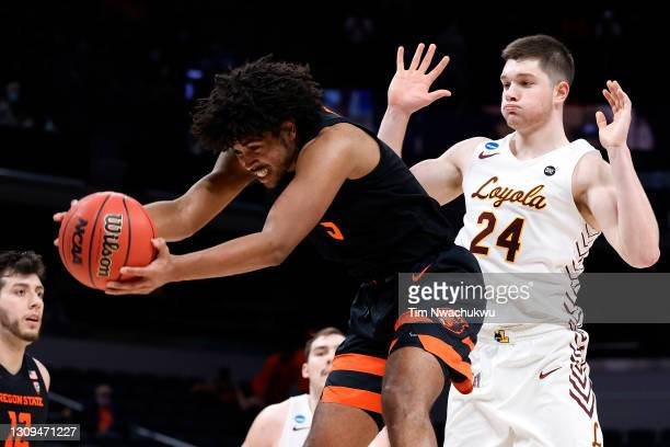 Ethan Thompson of the Oregon State Beavers rebounds the ball in front of Tate Hall of the Loyola-Chicago Ramblers during the second half in the Sweet...