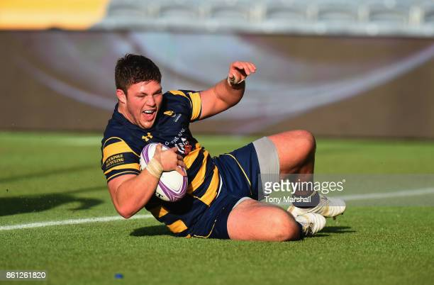 Ethan Waller of Worcester Warriors scoring a try during the European Rugby Challenge Cup match between Worcester Warriors and Brive at Sixways...