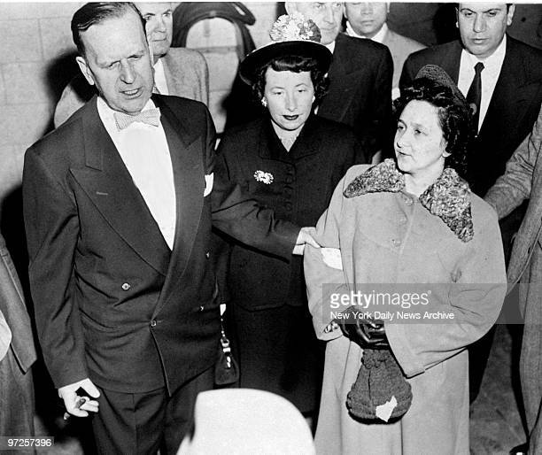 Ethel Rosenberg surrounded by marshalls as she leaves the Federal Building after being sentenced to the electric chair