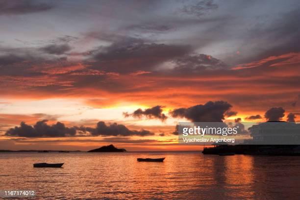 ethereal sunset over visayan sea, central visayas, philippines - argenberg stock-fotos und bilder
