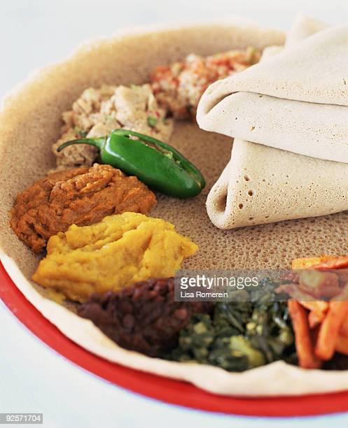 ethiopian food - ethiopian food photos et images de collection