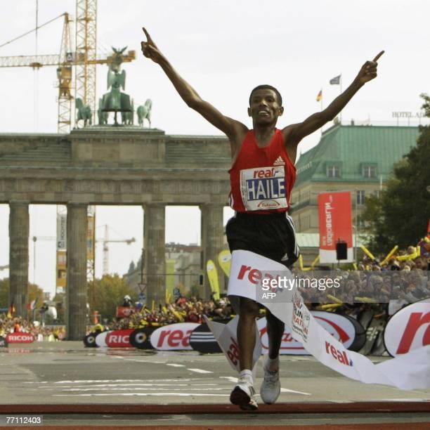Ethiopian Haile Gebreselassie celebrates as he crosses th finish line of the 34th Berlin Marathon 30 September 2007 in font of the landmark...
